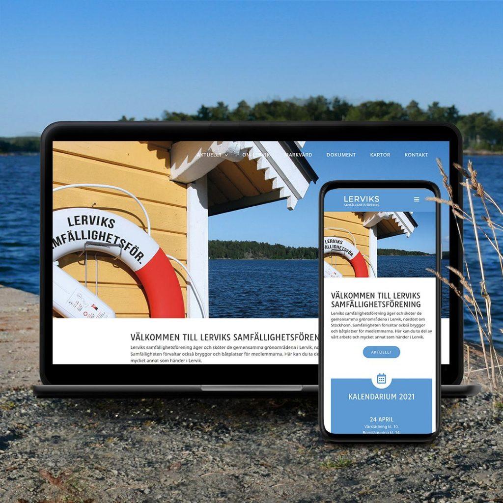 Laptop och mobil med Lerviks Samfällighetsförenings webbplats