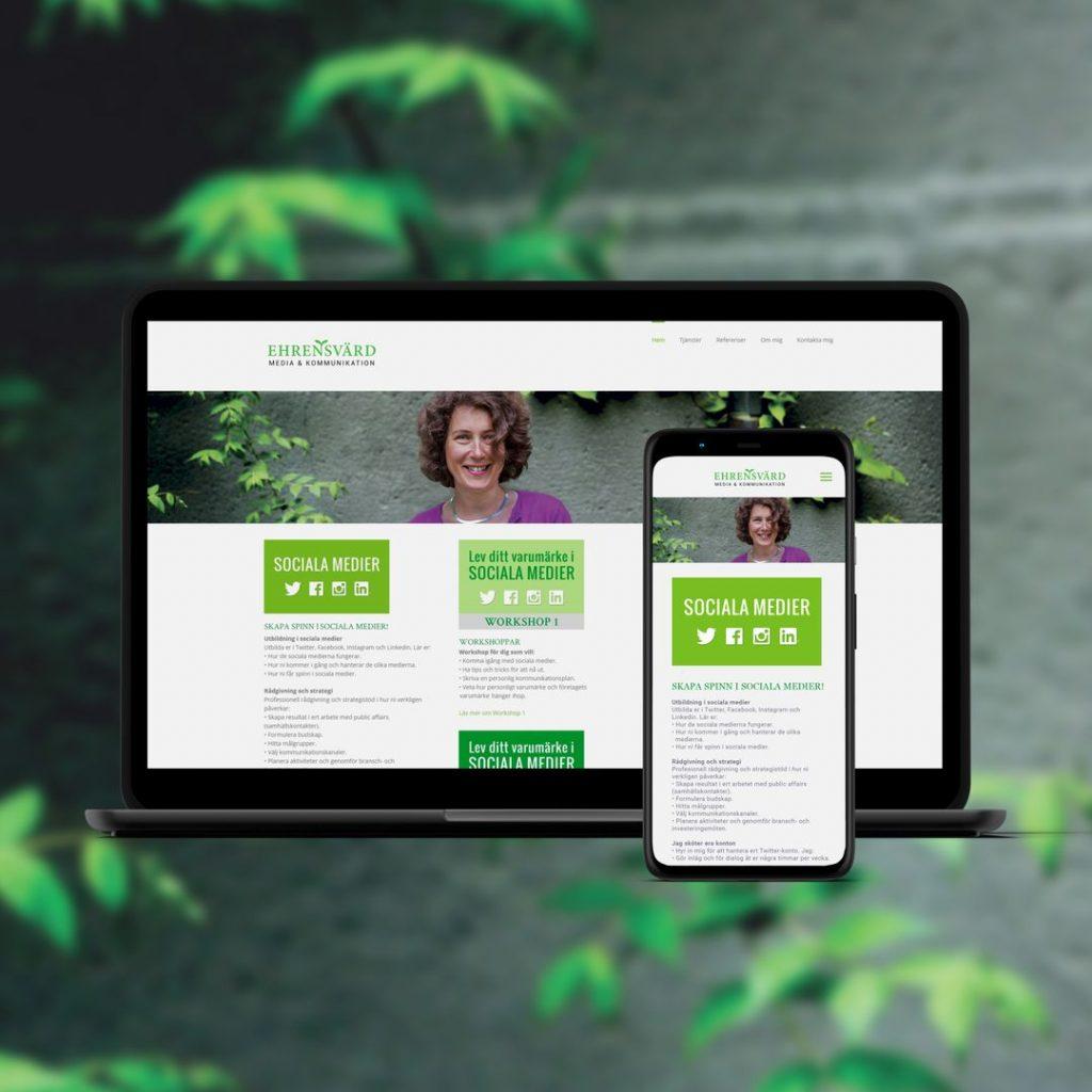 Webbplats för en mediekonsult visas på en laptop och en mobil mot grå bakgrund med gröna blad